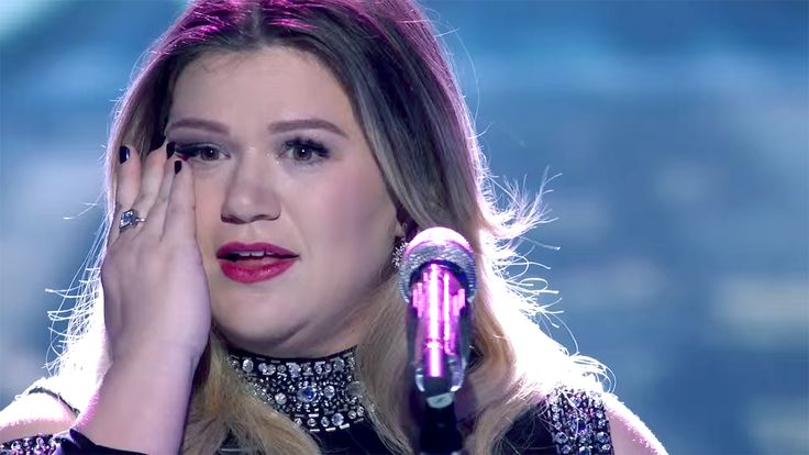Kelly Clarkson fights back tears on 'Idol': Watch the powerful performance