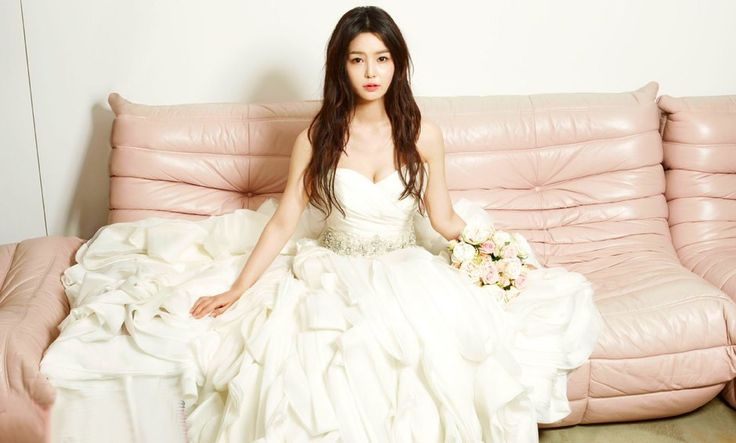 http://www.kdramalove.com/galleries/Nam-Gyu-Ri-%C3%AB%E2%80%9A%C2%A8%C3%AA%C2%B7%C5%93%C3%AB%C2%A6%C2%AC-InStyle-Weddings-photos-4.jpg
