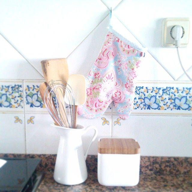 A tentar dar um ar mais campestre a esta cozinha. #abarraestragatudo #cozinhamaisprática #cozinhasimples #blogaproveitaravida #