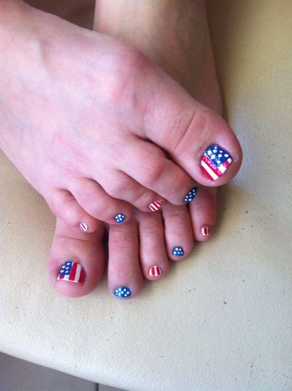 Amerikaanse vlag op mijn teennagels. Gemaakt door mijn dochter