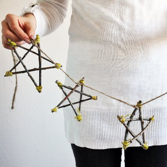 Make this natural Scandinavian decoration with some twigs from your backyard. Or you can use them as gift tags! (in Lithuanian)
