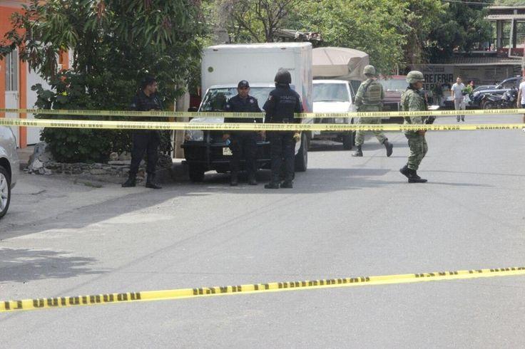 Los propietarios de una cremería ubicada en el Mercado Cuauhtémoc se desplazaban en un taxi, para hacer una transacción, cuando fueron interceptados por dos sujetos encapuchados en un auto compacto ...