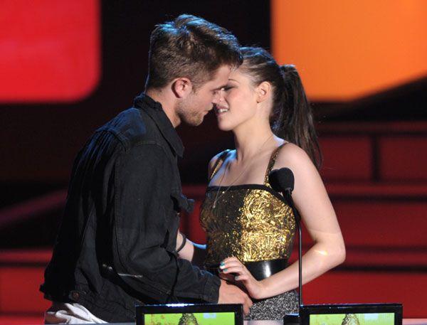 Robert Pattinson and Kristen Stewart (almost) smooch at 2011 #mtvmovieawards after winning Best Kiss.