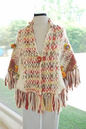 Pashmina tipo saquito, tejida en telar con flame de lana tipo vellon y flores en fieltro