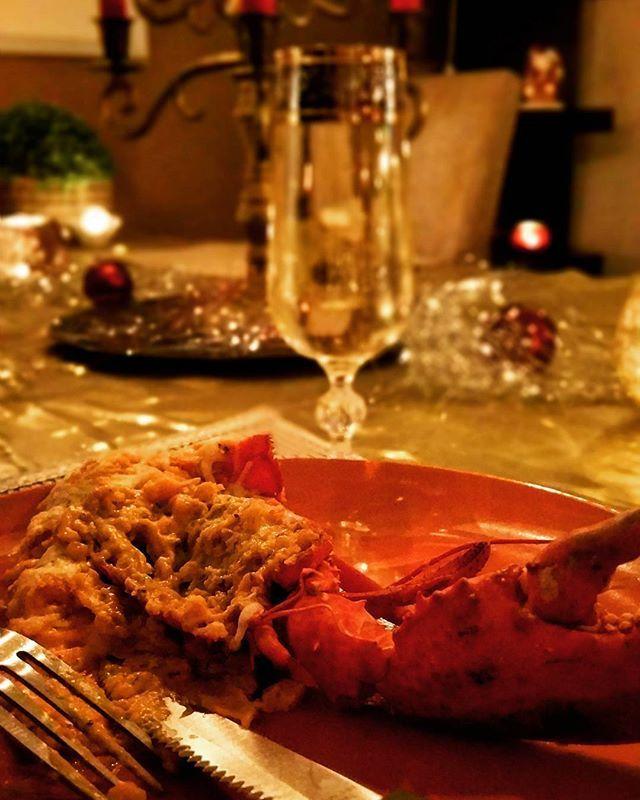 Gratin lobster with some sparkling wine. Happy new year! #gratin #lobster #gratinlobster #lchf #lowcarb #gratineradhummer #hummer #mousseratvin #sparklingwine #happynewyear #gottnyttår