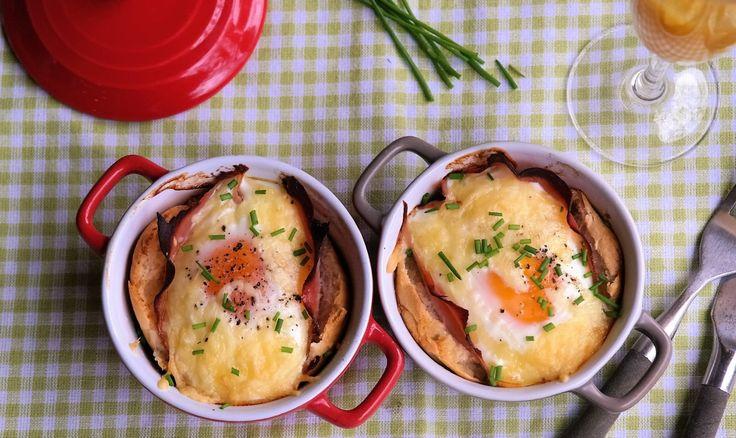 Vandaag een super makkelijk ontbijtrecept. Met ei. Hoe kan het ook anders, het is immers bijna Pasen. Deze sandwiches uit de oven zijn echt heel simpel om te maken en zo verschrikkelijk lekker. Leuk om te serveren tijdens het paasontbijt, maar ook als onderdeel van een ontbijt op bed zullen ze niet misstaan. Glaasje sinaasappelsap...lees meer »