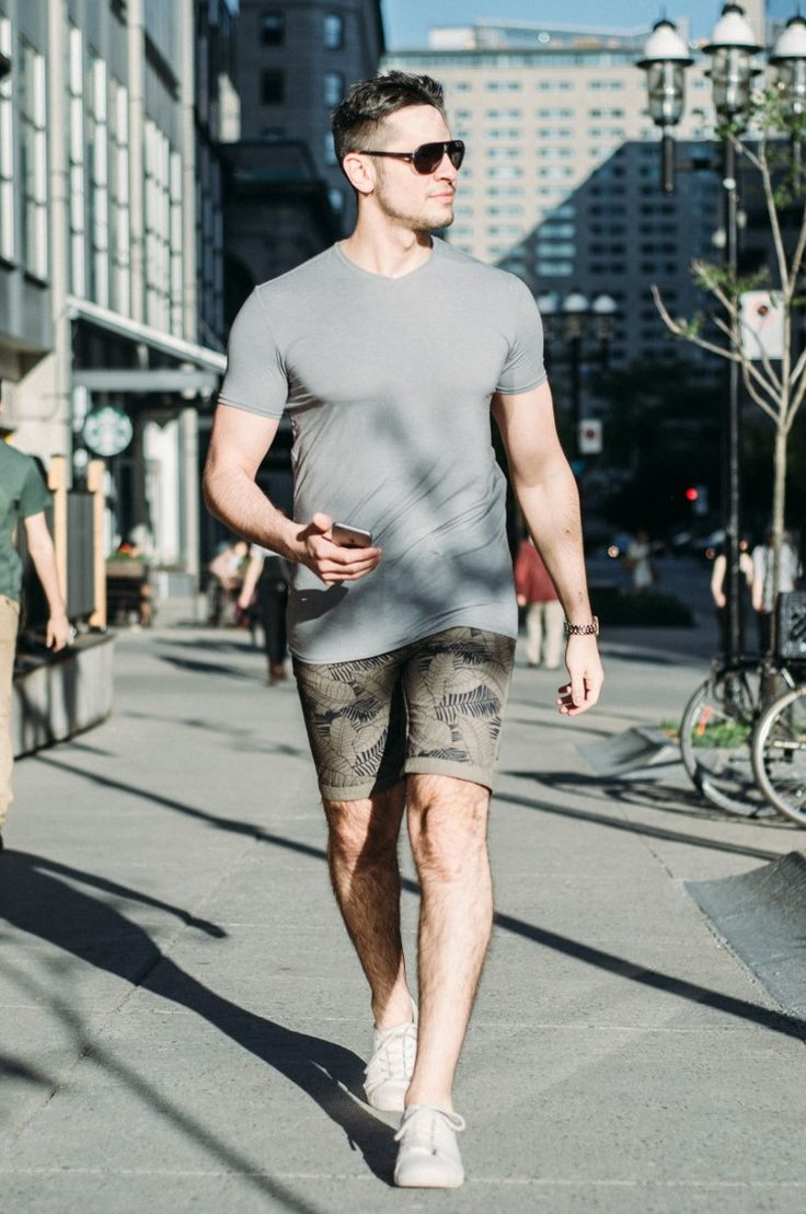 Our iconic reversible structured palm tree shorts are the most loved style of spring/ summer collection. This classic '70s style boasts a comfortable snap waist, mesh brief lining and classic pocket detailing, while a palm print lends a vibrant dose of colour. Style with a lightweight T-shirt and flip flops to take your shorts from beach to city. #pointzero #mensshorts #printshorts #reversibleshorts #fashionshorts