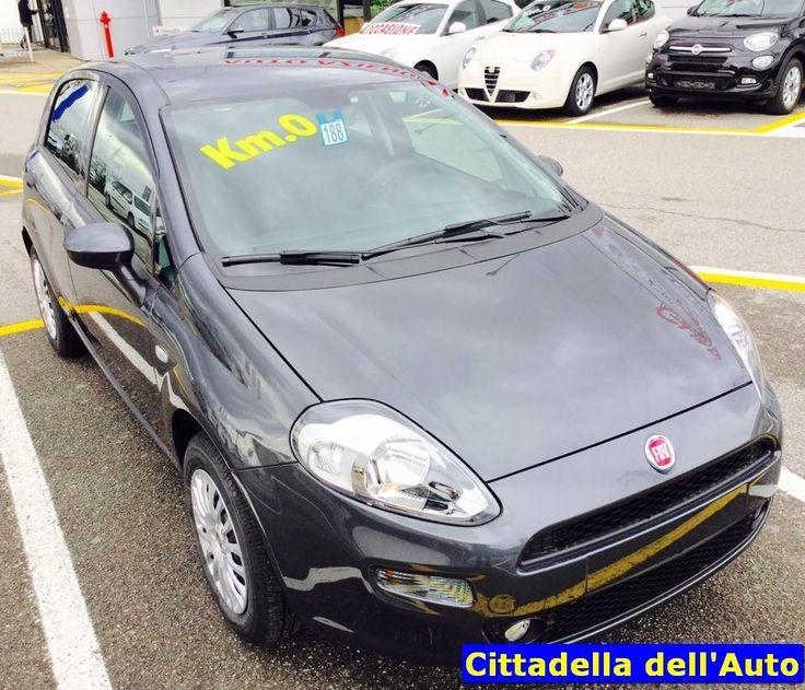 Fiat Grande Punto – 1.2 8V Street adatta a neopatentati km 0 colore Grigio Moda immatricolata MARZO 2016. Da noi a soli €. 9.700 oltre a passaggio di proprietà. 12 Mesi di garanzia. 392/8324821 m.vecchio@ghinzanigroup.it 347/2925074 d.rondi@ghinzanigroup.it