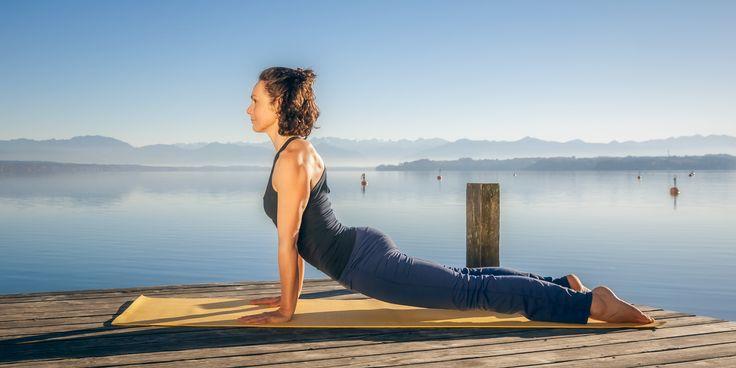 30-минутная интенсивная тренировка по фитнес-йоге для всего тела - http://lifehacker.ru/2016/06/30/intense-core-yoga/