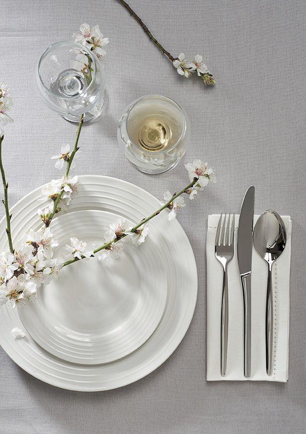 Vaisselle blanche ESSENTIELLE en porcelaine. / de chez Cocktail Scandinave mobilier & décoration d'intérieur