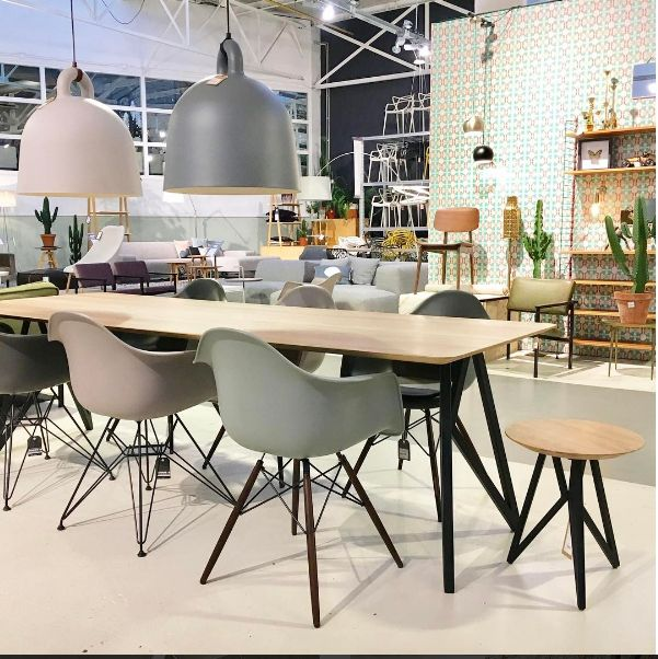 Studio H&K Butterfly Dining table | Vitra DAW DAR | Design Eettafels Stoelen Eettafelbanken Krukken Wandkasten Salontafels Meubels Butterfly | www.studio-henk.nl
