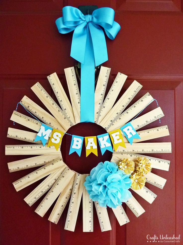 Super adorable teacher gift idea. Personalized Ruler Wreath via Crafts Unleased. /JP #peacocklove