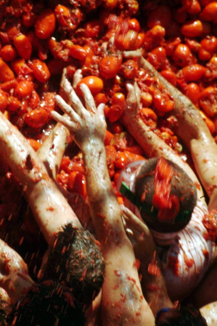 Essential vocabulary words for hotel housekeeping fluentu english - Painting The Town Red Fotos De La Tomatina