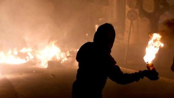 Νύχτα τρόμου στα Εξάρχεια: Μολότοφ και πυρκαγιές