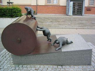 Keld Moseholm: Papirarbejdernes skulptur