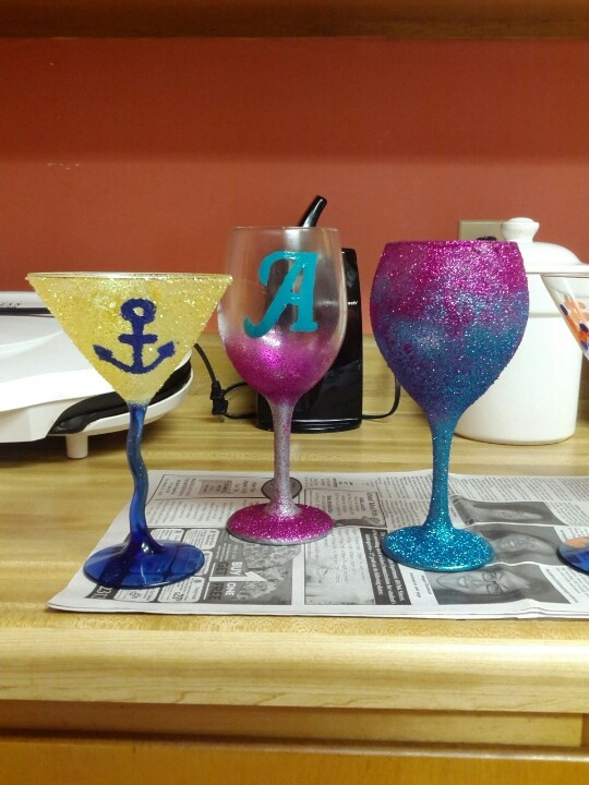 17 best images about decorating drinking glasses on for Spray painting wine glasses