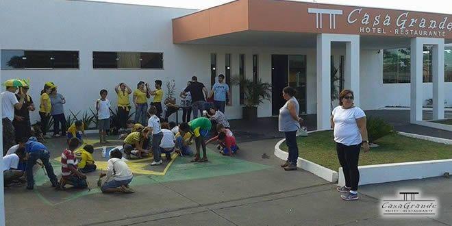 """Hotel e Restaurante Casa Grande promove """"Dia Feliz"""" com crianças da APAE - http://projac.com.br/noticias/hotel-e-restaurante-casa-grande-promove-dia-feliz-com-criancas-da-apae.html"""