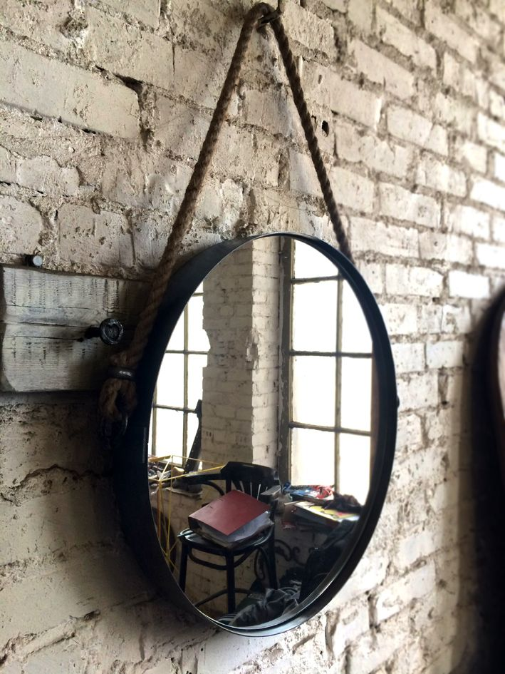 Lustro Metal Wheel . Metalowa rama z ręcznie kutymi uchwytami ,wykończona liną konopną. Zapraszamy . www.hdfurniture.pl