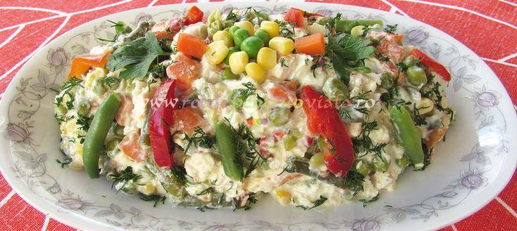 Pentru aceasta salata dietetica din piept de pui am folosit legume fierte, piept de pui fript si un sos din iaurt, mustar, lamaie si condimente. Acest sos inlocuieste cu mult succes maioneza. Sosul de iaurt si mustar da salatei aceeasi textura delicata pe care o da si maioneza, fara sa aiba caloriile pe care le […]