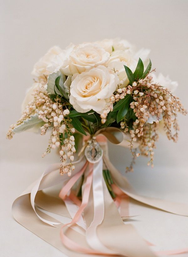Cream Rose Bouquet With Ribbons | photography by http://www.beauxartsphotographie.com/