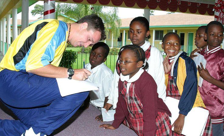 アフリカ系住民の子供たち Gary White Visits Local Schools ◆バハマ - Wikipedia http://ja.wikipedia.org/wiki/%E3%83%90%E3%83%8F%E3%83%9E #Bahamas