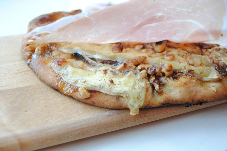 Fig, Brie, and Walnut Pizza - I love this with a really nice prosciutto