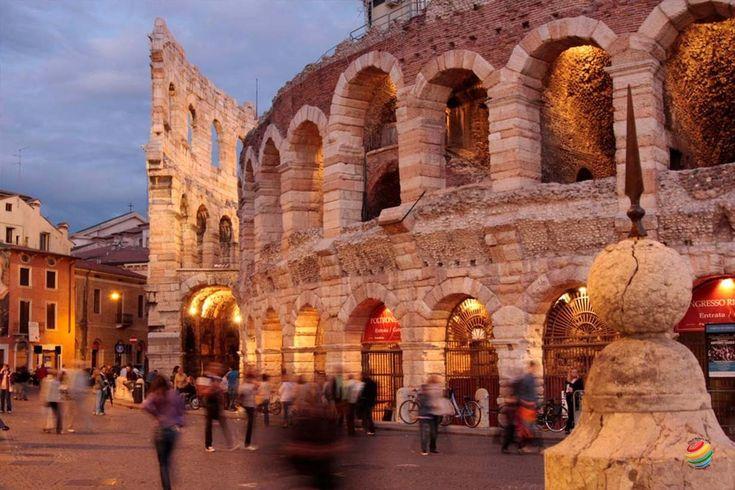 Verona è la città degli innamorati! E' la città di Romeo e Giulietta, il celebre…