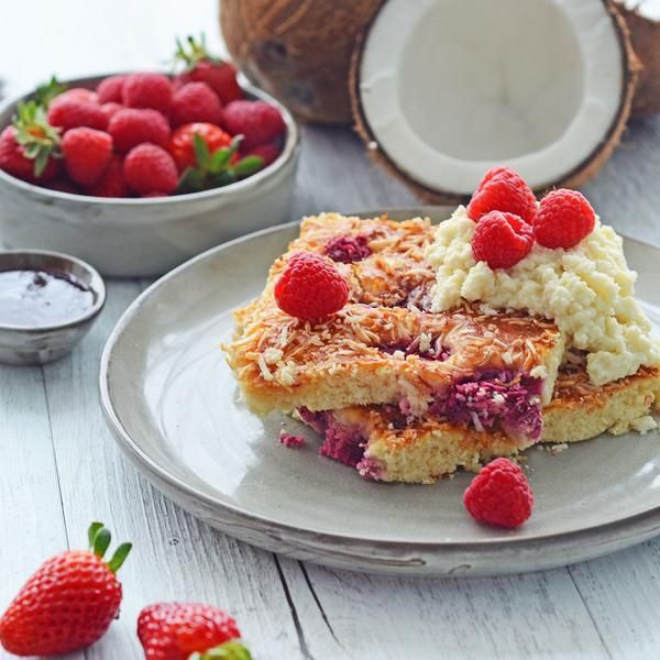 YouFoodz | Raspberry & Coconut Protein Pancakes $9.95 | Fluffy gluten free baked cakes are spotted with raspberries, topped with toasted coconut and served with a side of zingy raspberry coulis | #Youfoodz #HomeDelivery #YoullNeverEatFrozenAgain