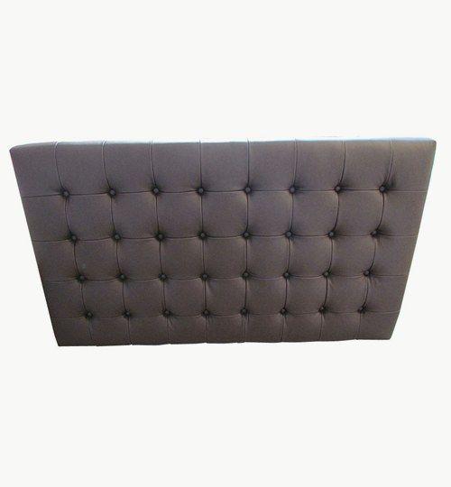 Specialtillverkad sänggavel, bredd 160 cm, höjd 90 cm 18 cm x 18 cm mellan de djuphäftade knapparna, tjocklek 10 cm. Beslag för upphängning på väggen ingår i priset. Skinn: Lambada från Nevotex Färg: nr 02294 Brown #azdesign #sanggavlar #huvudgavel #brun #sovrum #exklusiv #skinn