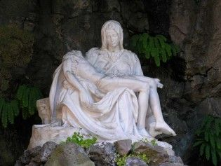 17 best images about grotto mary garden on pinterest for Garden statues portland oregon