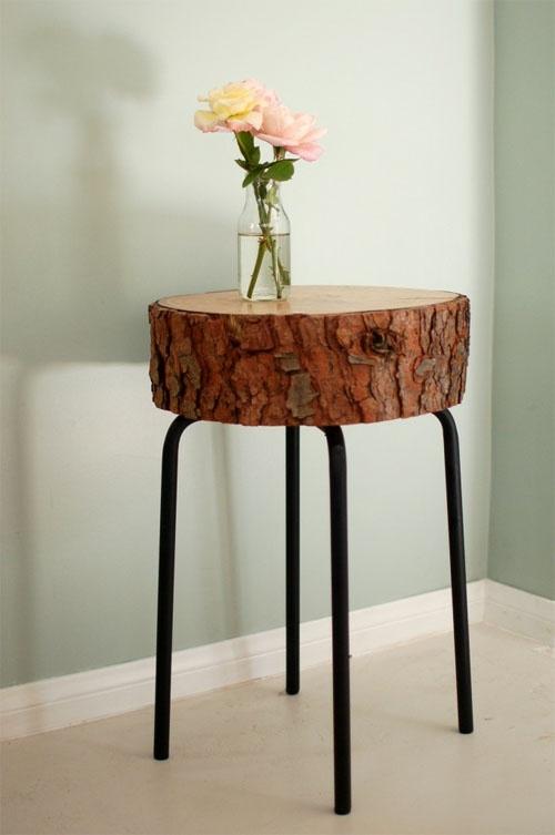 Sliced wood DIY table..using a barstool + 30 other wood slice decor ideas
