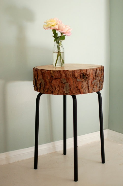 Sliced wood DIY table..using a barstool + 30 other wood slice decor ideas:
