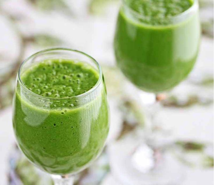 A Beginner Green Tea Green Smoothie Recipe via http://JeanettesHealthyLiving.com