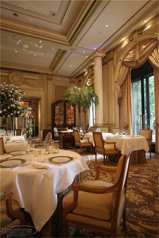 Le Cinq @ Four Seasons George V Hotel, Paris, France