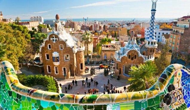 Barcelona é uma cidade com uma agitação vibrante e onde há muito para descobrir. Entre arte, cultura, ótima gastronomia, vida noturna animada, praia e natureza, saiba onde tem que ir.