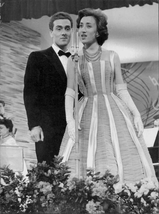 Il festival del 1956 stato dedicato ai cantanti debuttanti e sar proprio franca raimondi ad - Franca raimondi aprite le finestre testo ...