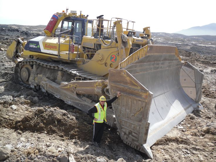 Biggest Bulldozer Made : Stockton mine west coast the largest bulldozer in