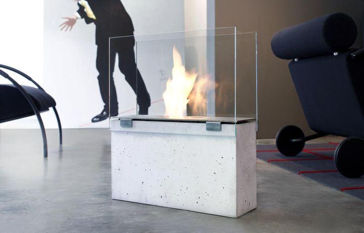 Muro jest przeszklonym biokominkiem o bardzo prostej nowoczesnej purystycznej formie z cienkiej stali nierdzewnej i szkła. Podstawa wykonana została z betonu wzmocnionego włóknem szklanym