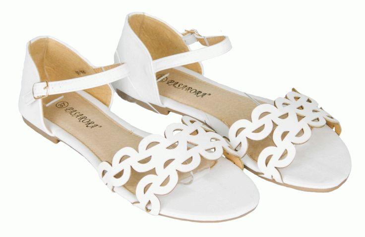 Sandale Dama Circles White  -Sandale dama cu talpa joasa  -Design usor de purtat  -Se inchid cu catarama