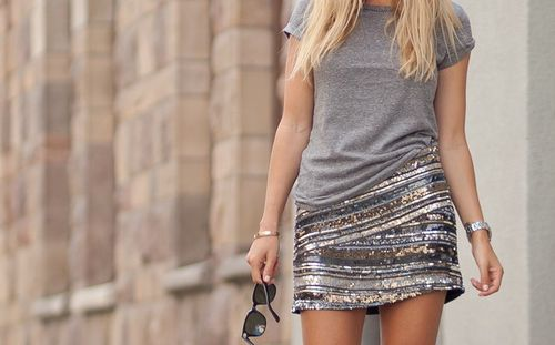 sparkles & tee: Bling, Minis Skirts, Grey Sequins, Sequins Skirts, Amazing Skirts, Sparkle Skirts, Mini Skirts, Sequins Minis, Casual Tees