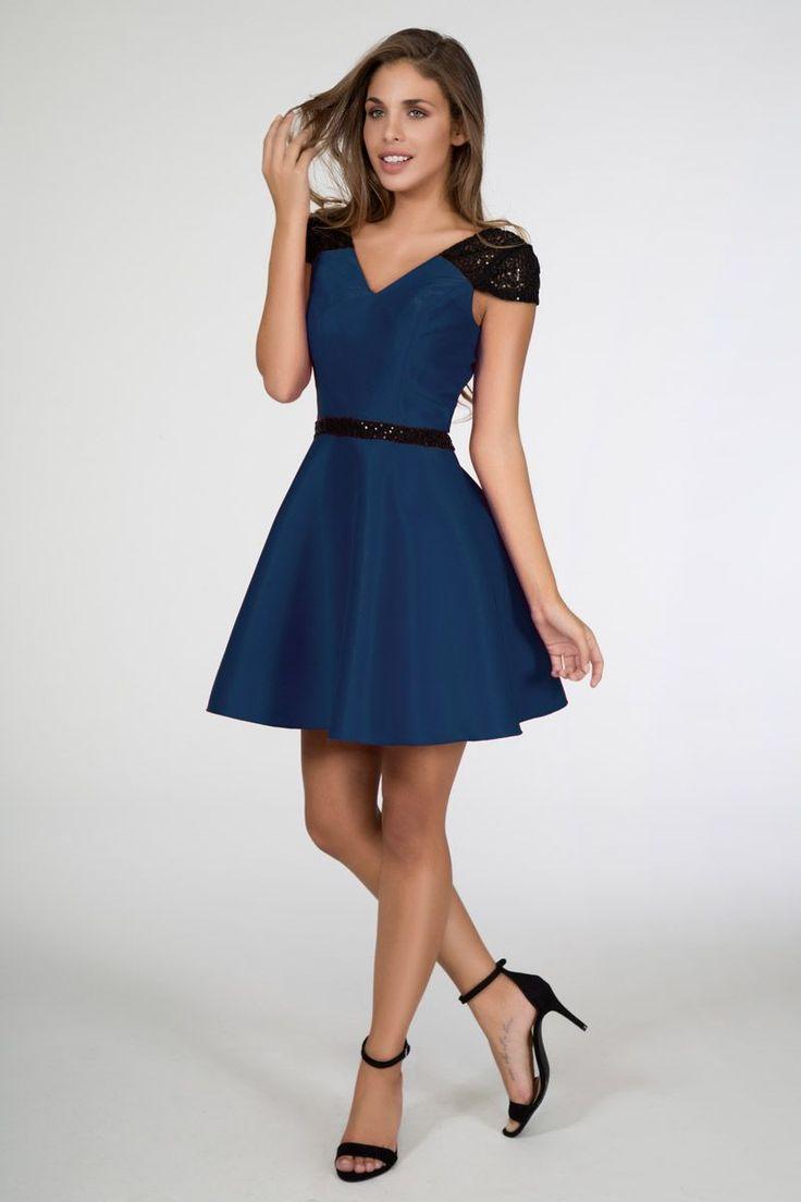 vestido de fiesta azul con lentejuelas y falda de vuelo con escote en la espalda de otoño invierno para boda evento fiesta nochevieja de daluna en apparentia