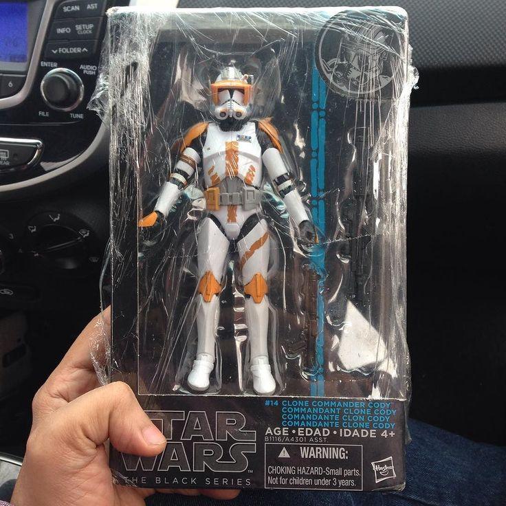 El nuevo en la familia  #darthvader #stormtrooper #disney #jedi #sith #love #lego #starwarsfan #yoda #art #r2d2 #marvel #hansolo #bobafett #lukeskywalker #geek #forcefriday #cosplay #darkside #chewbacca #nerd #lightsaber #toys #theforce #clonewars #cody #c3po #clone