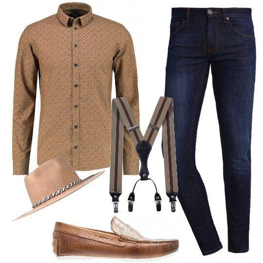 Jeans skinny alla caviglia Versace Jeans, camicia camel in cotone, vestibilità slim, con fantasia a stampa, mocassini in pelle con punta squadrata in fantasia animalier, bretelle e splendido cappello. Semplicemente glamour.