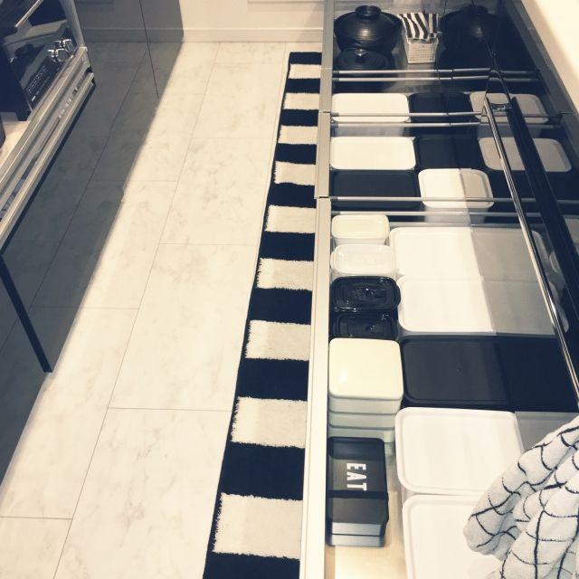 juri555さんの、楽天,土鍋,ル・クルーゼ,シャンブル,セリア,しろが好き*,LIXIL,整理収納,リクシル,100均,MONOTONE,モノトーン,引き出し,タッパー収納,白黒インテリア,こどもと暮らす。,seria,キッチン下収納,蓋つきボックス,キッチン,のお部屋写真