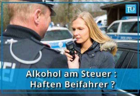 Alkohol am Steuer: Haften Beifahrer bei einem Unfall? Liebe AutoErlebniswelt Freunde, jeder von Euch weiß, dass Alkohol am Steuer verboten ist. Bestraft werden kannst aber auch Du als Beifahrer, der zu einem Betrunkenen ins Auto steigt. Bei einem Unfall trifft Dich eine Teilschuld. Du als Mitfahrer, der weiß, dass der Fahrer Alkohol getrunken hat, kannst bei einem Schaden eine Mitschuld von bis zu 25 Prozent bekommen. Generelles Alkoholverbot für Fahranfänger Für Fahranfänger in der…