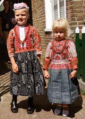 Berthi Smith-Sanders http://berthi.textile-collection.nl/2009/06/07/pronkjournaal-i/