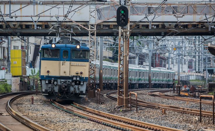 an electric loc. type EF 64 pulls new commuter train set for the Saikyo-Line to train base. (Photo by Showa Express)