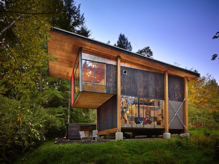 ... Hoover Collaborated With Les Eerkes, A Principal At Olson Kundig  Architects, On A Studio In The Woods.   Diana Buddsu0027s An Eco Friendly  Compact Cabin In ...