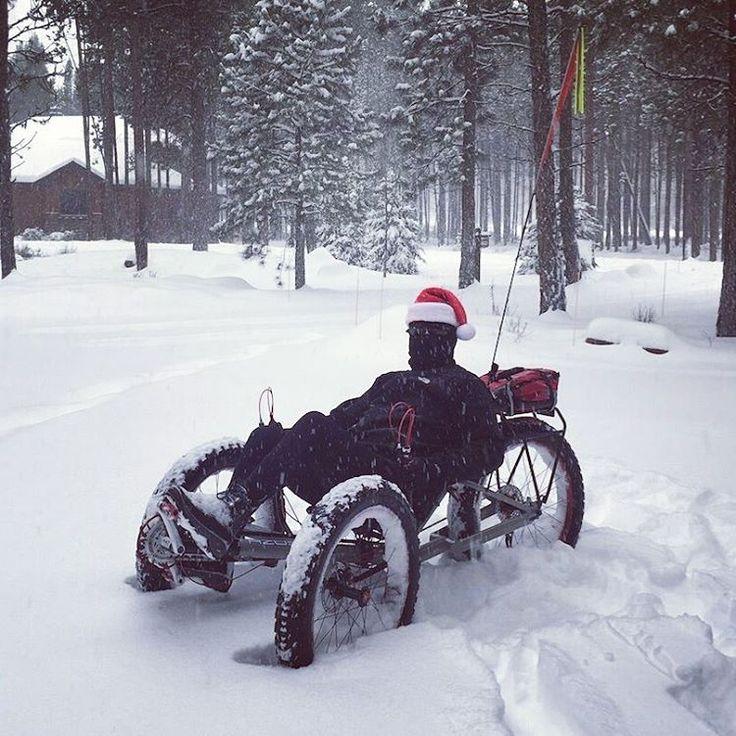 Jamie Emmerat is enjoying winter on AZUB FAT. It's cold but it's fun. #AZUB #recumbent #bike #bicycle #recumbents #trikes #vélo #couché #liegerad #liegedreirad #fahrrad #fiets #kerekpar #rower #sykkel #polkupyörä #bicicleta #bisiklet #cykel #hjól #FAT #snow #trike #fatbike #ice #winter #santa #cap
