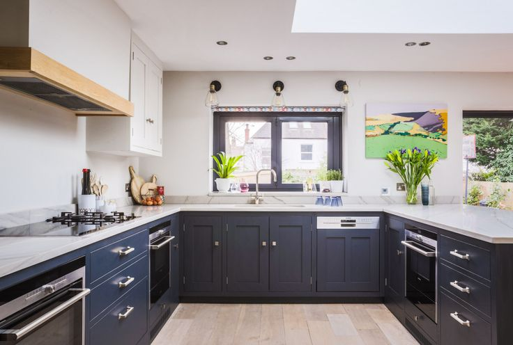 Best Oak Shaker Style Kitchen With Painted Base Cabinetry In 400 x 300